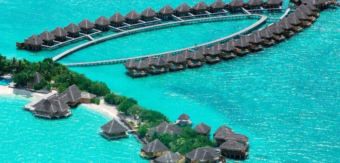 Ünlü sunucu Burcu Esmersoy, tropik adaların gözdesi Maldivler'de!